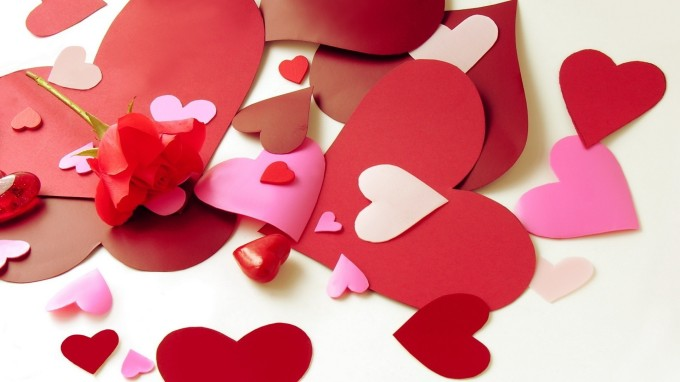 holidays___saint_valentines_day_paper_hearts_on_valentine_s_day_february_14_061312_